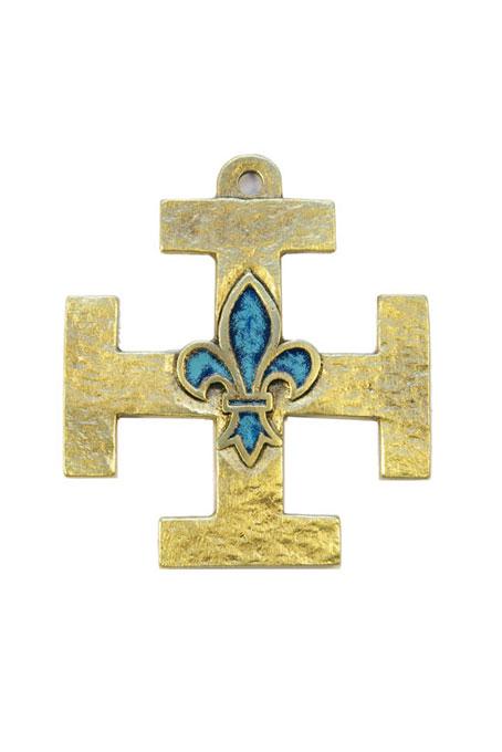 Croix des Scouts de France : croix pattée de Jérusalem avec fleur de lys émaillée bleue au centre