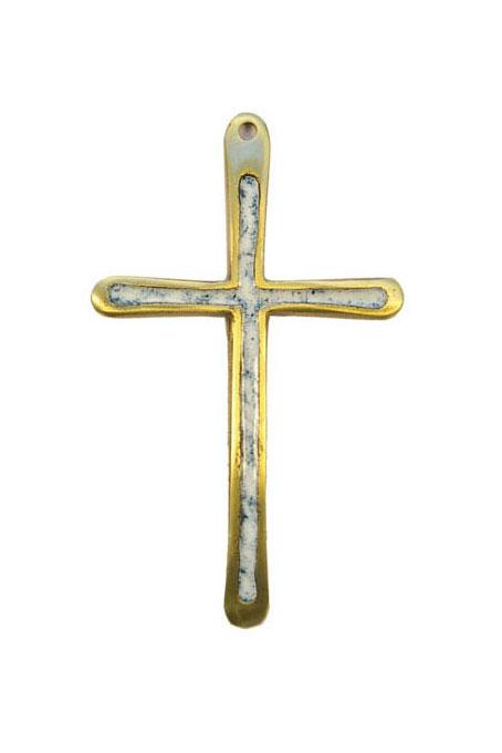 Croix d'aube fine avec émaux de couleur. Haute de 10 cm, cette fine croix au dessin contemporain pourra servir de croix d'aube à l'occasion – par exemple – d'une profession de foi – puis être pendue au mur comme croix murale pour décorer une chambre ou un coin prière.