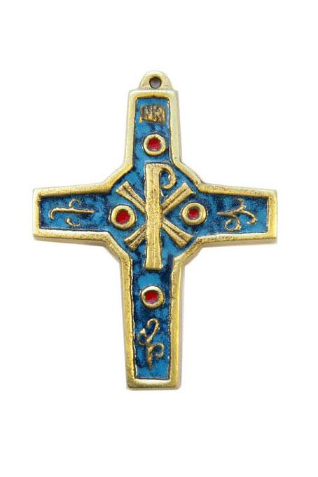 Croix en bronze émaillée ornée d'un chrisme, du titulus INRI, d'émaux grand feu, de volutes et de cabochons