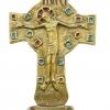 Crucifix bénitier d'inspiration mérovingienneetromane, en bronze orné d'émaux grand feu