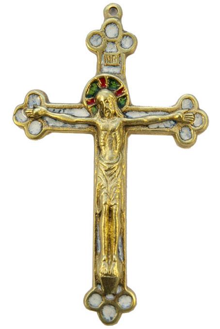 Magnifique crucifix sur une croix tréflée, en bronze émaillé, d'inspiration médiévale. Très belle création d'orfèvre en bronze véritable sculpté, avec incrustation d'émaux grand feu.