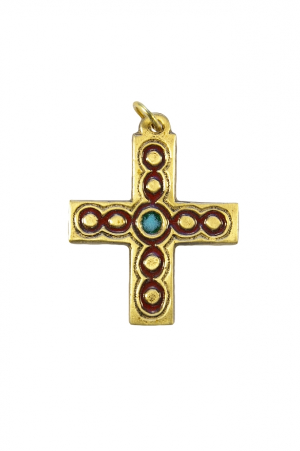 Croix en pendentif d'inspiration médiévale, haute de 5 cm, de forme grecque.  Bronze émaillé présentant des cabochons sertis de doubles filets, réalisés selon la technique des émaux grand feu.