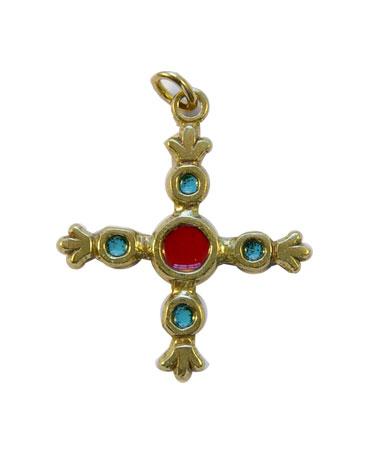 Croix fleuronnée ou fleurdelisée formée de cinq cabochons. Bijou en pendentif d'inspiration médiévale.