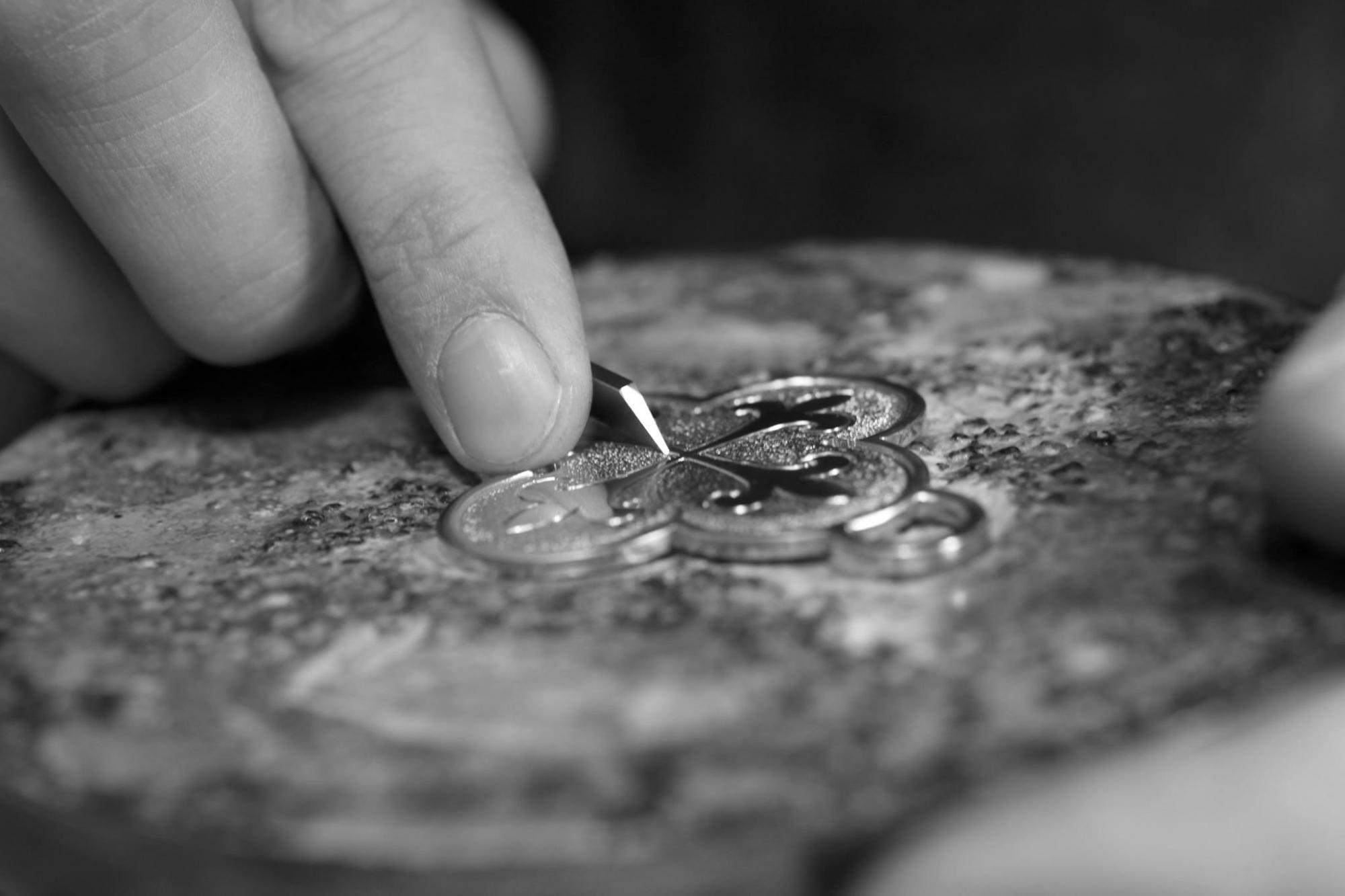Les tailleurs d'images - taille d'image croix bijou